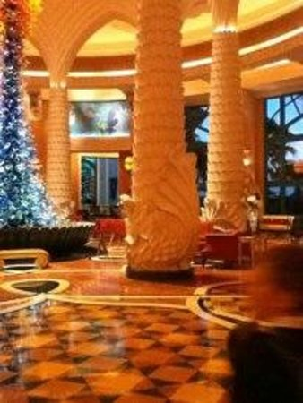 Atlantis, The Palm: Lobby structures