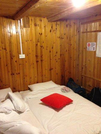 Dragon's Den Hostel: Habitacion 2 camas