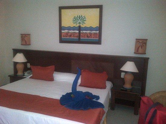 Grand Bahia Principe San Juan: Our room; super king-sized bed