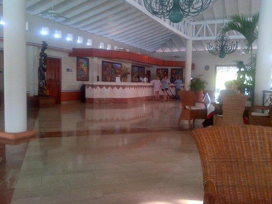 Grand Bahia Principe San Juan: Reception hall - main desk