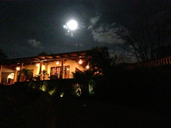 Ringle Resort Hotel & Spa: Moonrise over Ringle Resort