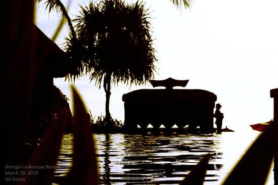 Shangri-La's Boracay Resort & Spa: The pool area....