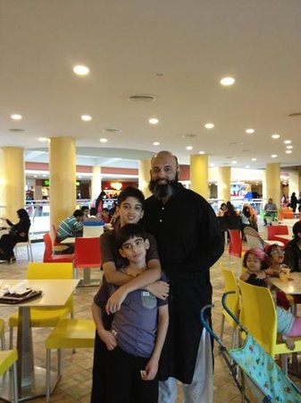 Dolmen Mall Tariq Road : food court
