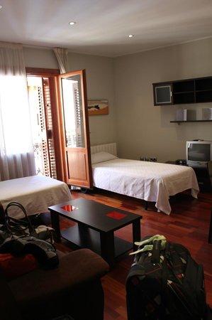 Apartamentos Sabinas Alfonso: Inside the Room