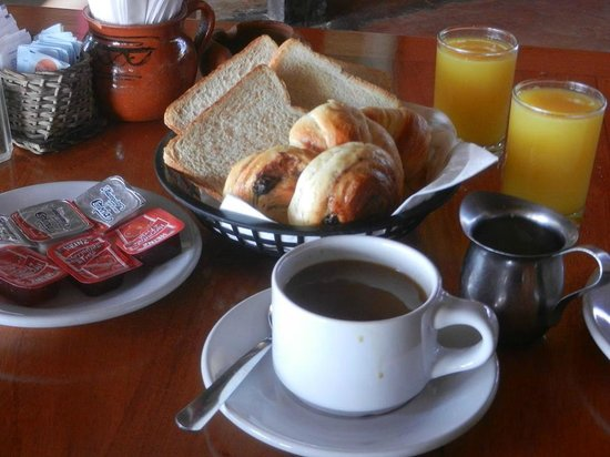 Fusion Hotel: continental breakfast