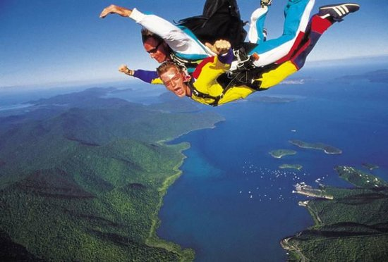 Skydive Airlie Beach : Tandem skydiving from up to 14,000ft