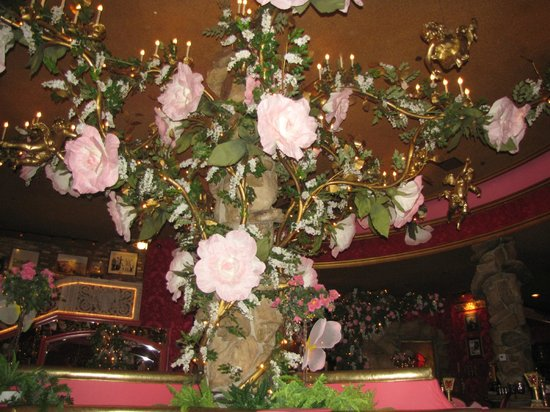 Alex Madonna's Gold Rush Steak House : Roses were ~2 feet in circumference