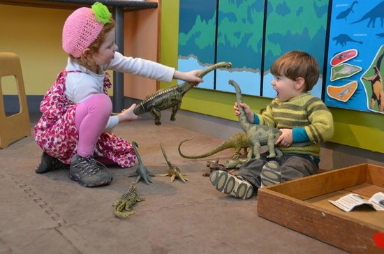 Museum of the Earth: playing with dinosaurs
