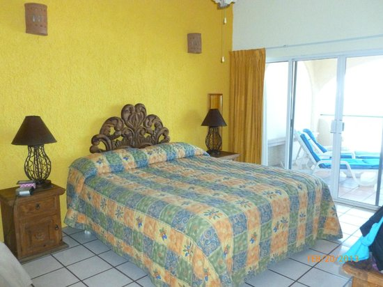 Las Gaviotas Resort: Front bedroom with king size bed and private bathroom