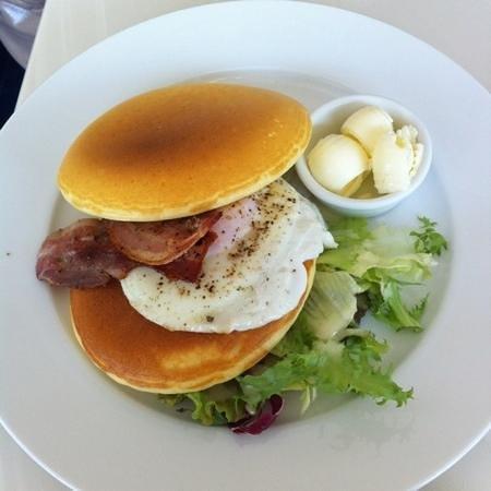 Cafe Nature: ランチタイムのパンケーキ