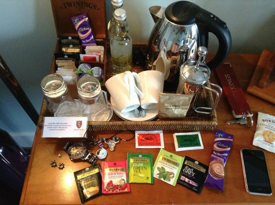 The Kings Hotel Chipping Campden: complete tea set