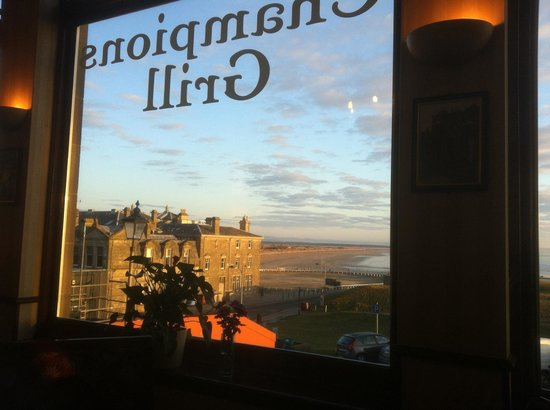BEST WESTERN Scores Hotel: A view for breakfast.