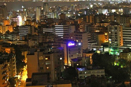 Hilton Beirut Habtoor Grand: View from 1629 night time