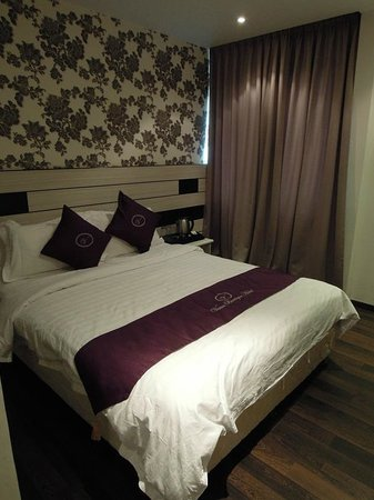 Venus Boutique Hotel queen size bed