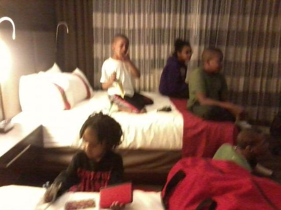 DoubleTree by Hilton Atlanta Perimeter Dunwoody: kids, we were checking out, Note beds unused!