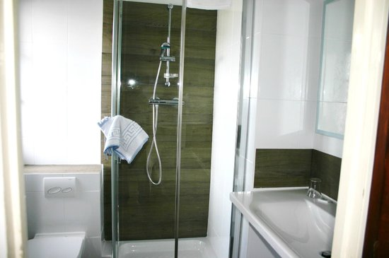 Hotel le Mirage : Salle de bain ch24 1er étage