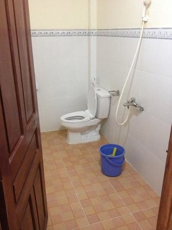 Thanh Kieu Beach Resort : not the bathroom in the photos