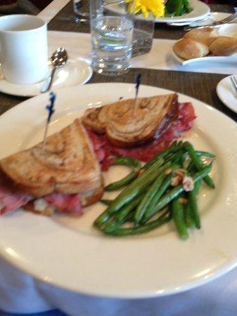 Granite Restaurant and Bar : Reuben Sandwich