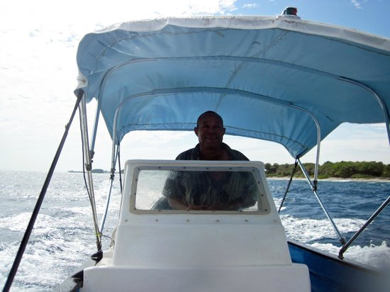 BayView Hotel: Renny taking us to Water Cay