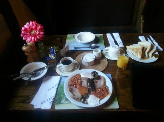 The Saracens Head Hotel: Val's awesome breakfast - a great start to the day