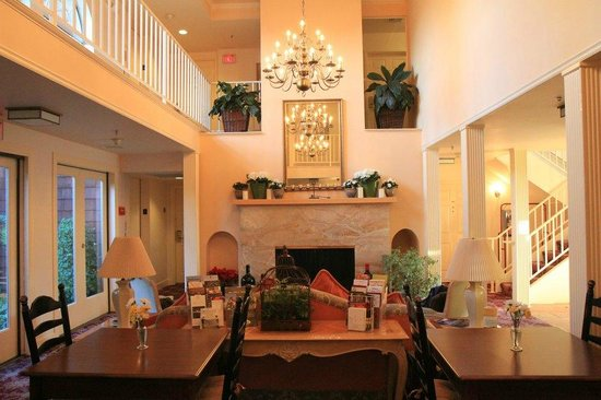 Best Western Plus Elm House Inn: Living Area