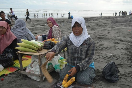 Parangtritis Beach: roasted dry corns
