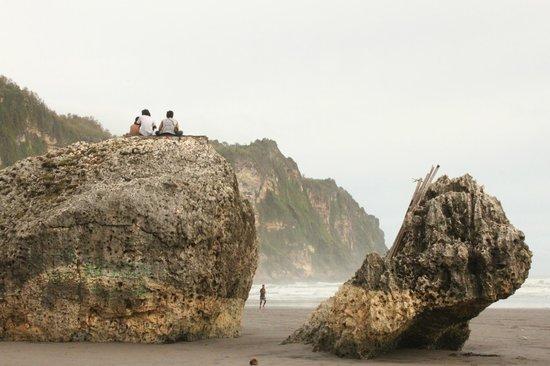 Parangtritis Beach: climable boulder