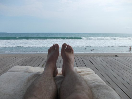 The Samaya Bali Seminyak: relaxing on boardwalk looking at big waves.