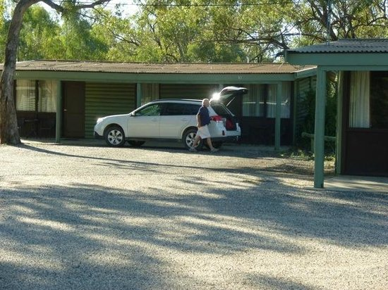 The Barwon Inn: Unpacking the car