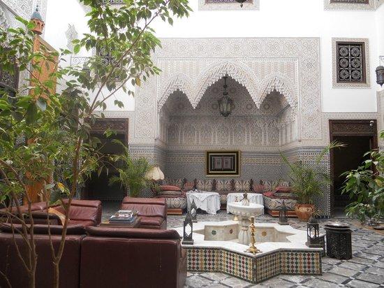 Riad Al Pacha: cortile colazione