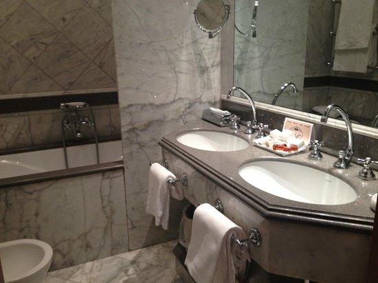 Bauer Hotel: Marmor Bad