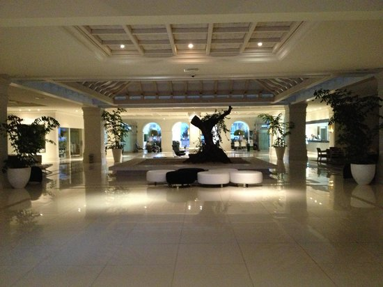 H10 Andalucia Plaza: The main foyer