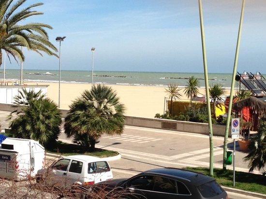 Hotel Salus: Uitzicht kamer met zeezicht