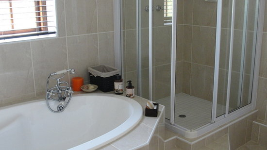 Morgenzon Bed & Breakfast: Romantic bathrooms are a hightlight