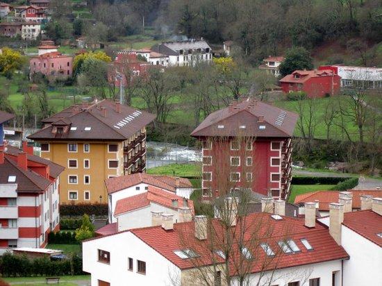 La Cepada Hotel: vista desde mi habitacion, el sella detras
