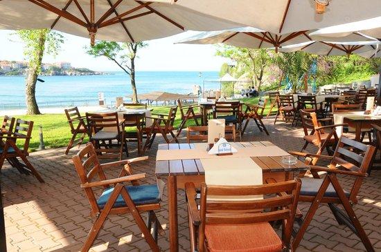 Hotel Selena: restaurant`s terrace