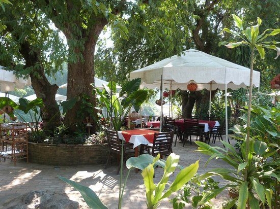 Villa Ban Lakkham: Riverfront dining