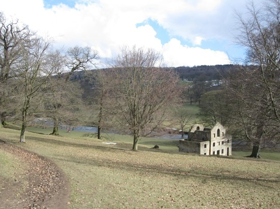 The Old Station House Bed and Breakfast : On our walk to Chatsworth House from BnB