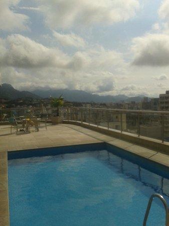 Windsor Astúrias Hotel: Zwembadje op het dakl