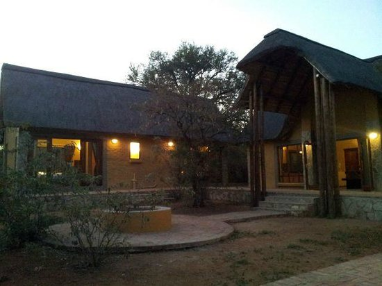 Hoedspruit Wildlife Estate : Fire pit - great for braaing (BBQing) and stargazing at night