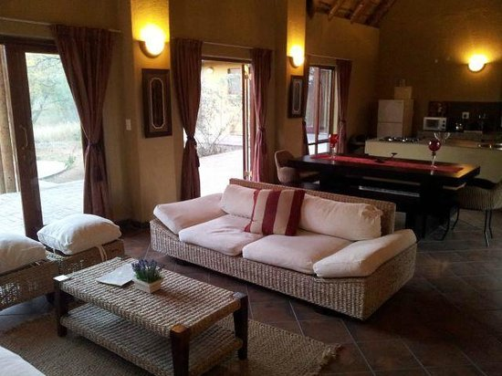 Hoedspruit Wildlife Estate: The lounge