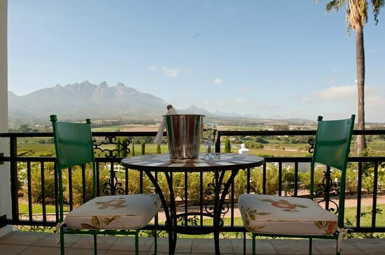 Val Du Charron Wine & Olive Estate Guesthouse: Sundowners on your private patio