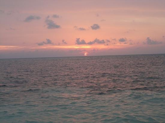 Adaaran Select Hudhuranfushi: sunset