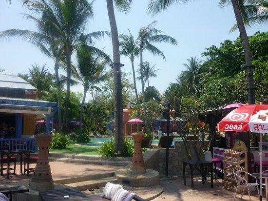 Baan Samui Resort : The pool from the beach
