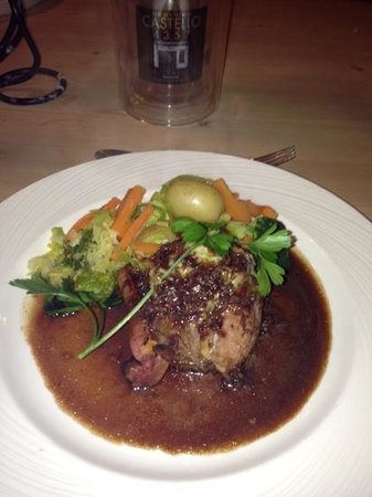 The White Bear: beaut fillet steak cooked perfect
