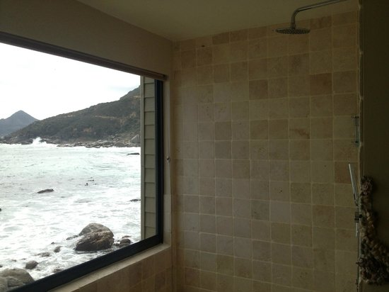 Tintswalo Atlantic: Shower with a view!