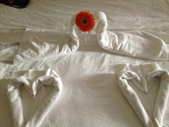 Tuvana Hotel: bedroom origami!