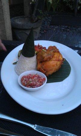 Caramel Restaurant at Kamuela Villas Sanur : Fried marinated chicken