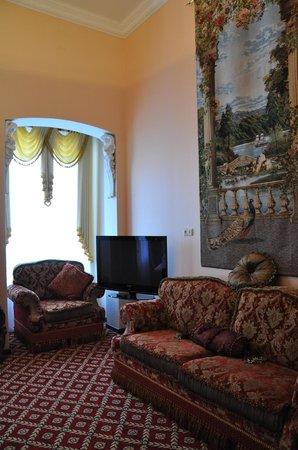 Queen Valery : Family room
