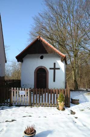 Hotel Landgasthof Oberschnorrhof : Tiny Chapel!